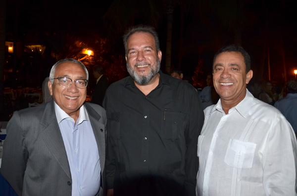 Da esquerda para a direita: Ministro de Turismo do Brasil Gastão Vieira, Ministro de Turismo de Cuba Manuel Marrero Cruz e diretor Presidente da Sanchat Roberto Silva.